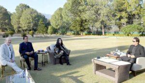 'Goddess of Pop' Cher meets PM Imran Khan on visit to see 'world's loneliest elephant' Kaavan