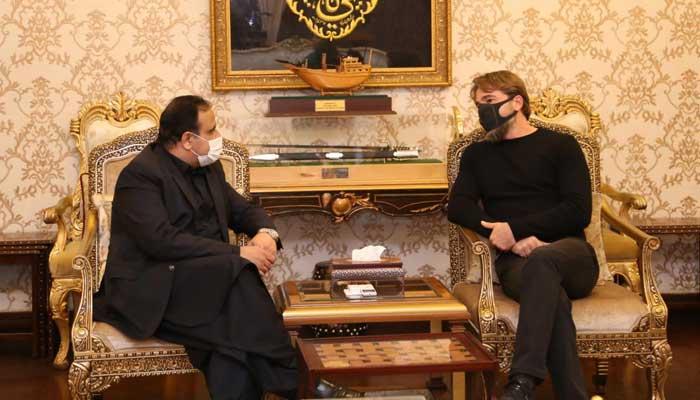 Ertugrul star Engin Altan pays visit to CM Punjab Usman Buzdar